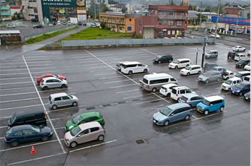 広い無料駐車場